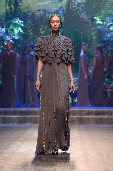 Gray Dress「Zareena - Runway - FFWD October 2017」:写真・画像(19)[壁紙.com]