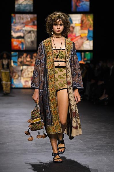 Crop Top「Dior : Runway - Paris Fashion Week - Womenswear Spring Summer 2021」:写真・画像(17)[壁紙.com]