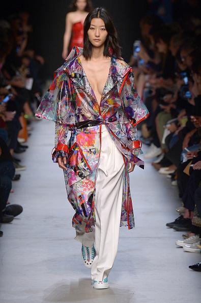 Middle Hair Part「Leonard Paris : Runway - Paris Fashion Week Womenswear Spring/Summer 2016」:写真・画像(7)[壁紙.com]