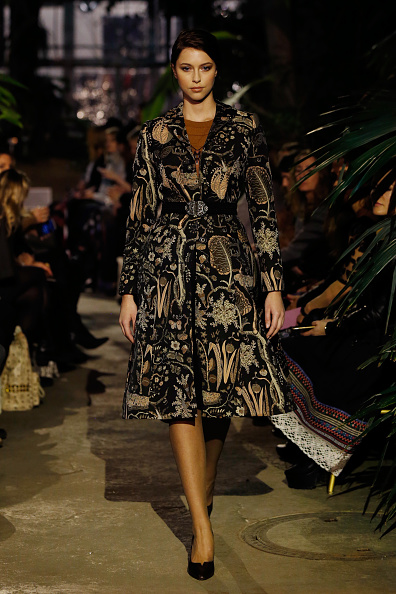 Black Coat「Runway - Lena Hoschek Fashion Show Berlin」:写真・画像(10)[壁紙.com]