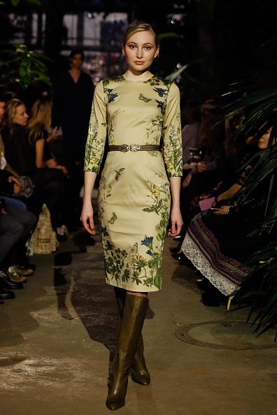 Three Quarter Length Sleeve「Runway - Lena Hoschek Fashion Show Berlin」:写真・画像(7)[壁紙.com]