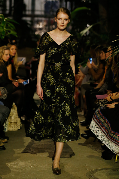 Foliate Pattern「Runway - Lena Hoschek Fashion Show Berlin」:写真・画像(13)[壁紙.com]
