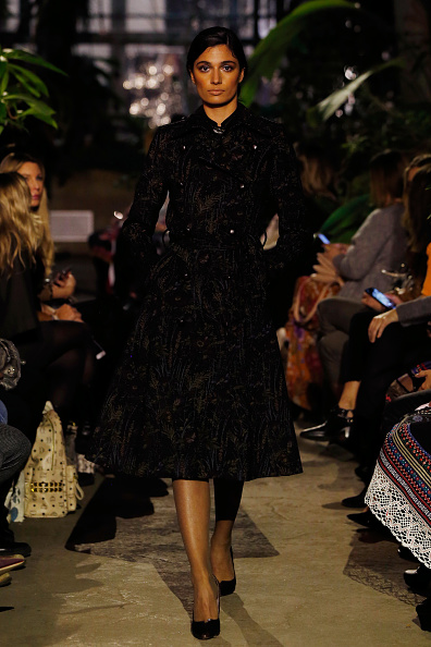Black Coat「Runway - Lena Hoschek Fashion Show Berlin」:写真・画像(11)[壁紙.com]