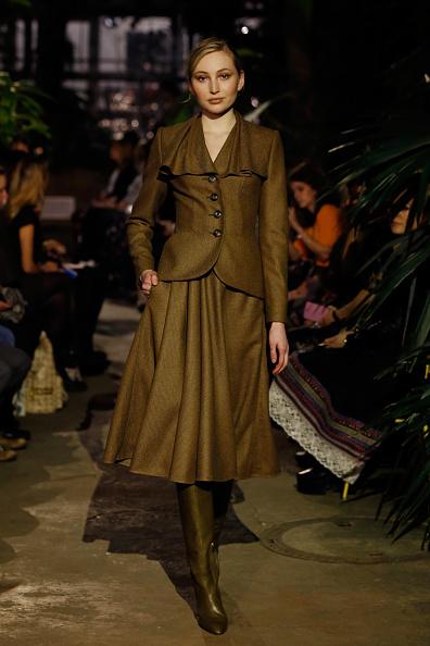 Brown Boot「Runway - Lena Hoschek Fashion Show Berlin」:写真・画像(3)[壁紙.com]