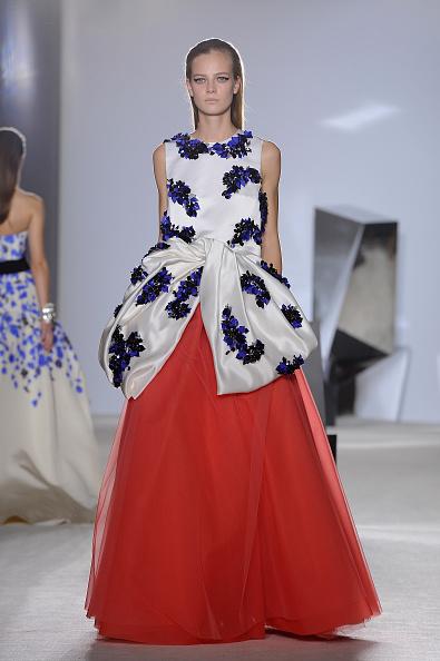 Pascal Le Segretain「Giambattista Valli : Runway- Paris Fashion Week - Haute Couture S/S 2014」:写真・画像(4)[壁紙.com]