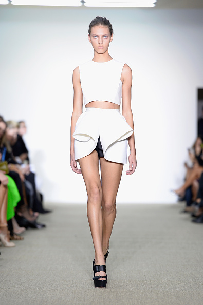 Sleeveless「Giambattista Valli: Runway - Paris Fashion Week Womenswear Spring/Summer 2014」:写真・画像(5)[壁紙.com]