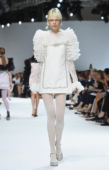 Hosiery「Giambattista Valli : Runway - Paris Fashion Week - Haute Couture Fall/Winter 2016-2017」:写真・画像(9)[壁紙.com]
