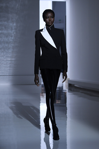 Givenchy「Givenchy : Runway - Paris Fashion Week - Haute Couture Spring Summer 2019」:写真・画像(18)[壁紙.com]