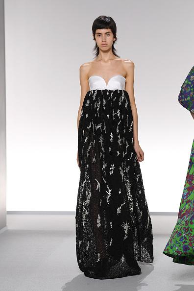 Sweetheart Neckline「Givenchy : Runway - Paris Fashion Week - Womenswear Spring Summer 2020」:写真・画像(0)[壁紙.com]