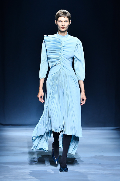 ランウェイ「Givenchy : Runway - Paris Fashion Week Womenswear Spring/Summer 2019」:写真・画像(15)[壁紙.com]