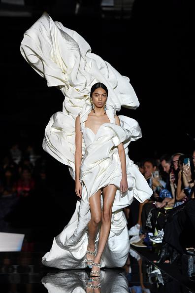Fashion show「Schiaparelli : Runway - Paris Fashion Week - Haute Couture Fall/Winter 2019/2020」:写真・画像(2)[壁紙.com]