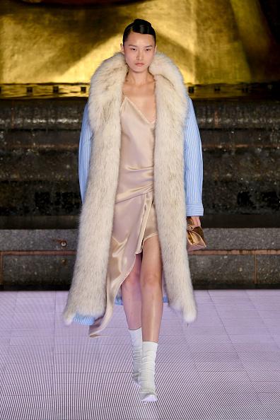 Beige Dress「Alexander Wang Collection 1 - Runway」:写真・画像(13)[壁紙.com]
