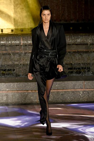 アシンメトリー服「Alexander Wang Collection 1 - Runway」:写真・画像(14)[壁紙.com]