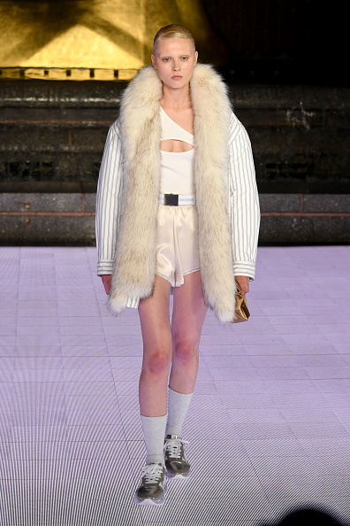 Cream Colored Shorts「Alexander Wang Collection 1 - Runway」:写真・画像(7)[壁紙.com]