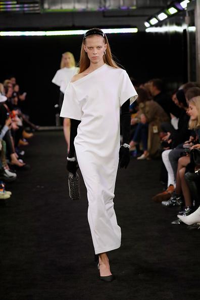White Dress「Alexander Wang Fall 2019 - Runway」:写真・画像(18)[壁紙.com]