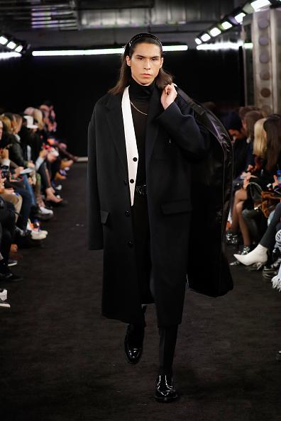 Black Coat「Alexander Wang Fall 2019 - Runway」:写真・画像(16)[壁紙.com]