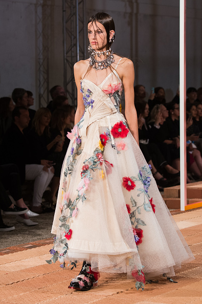 Alexander McQueen - Designer Label「Alexander McQueen : Runway - Paris Fashion Week Womenswear Spring/Summer 2018」:写真・画像(7)[壁紙.com]