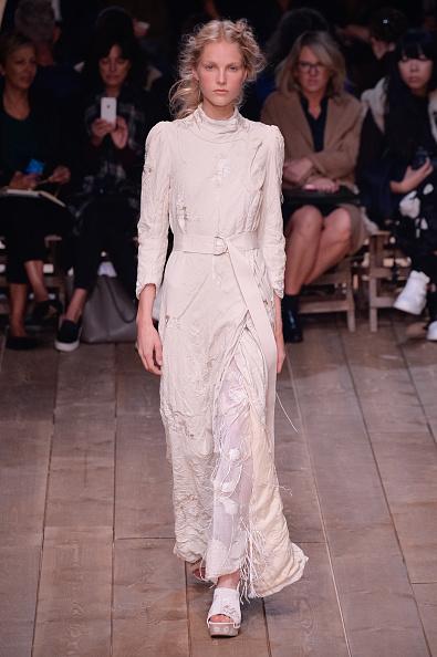 Alexander McQueen - Designer Label「Alexander McQueen : Runway - Paris Fashion Week Womenswear Spring/Summer 2016」:写真・画像(12)[壁紙.com]