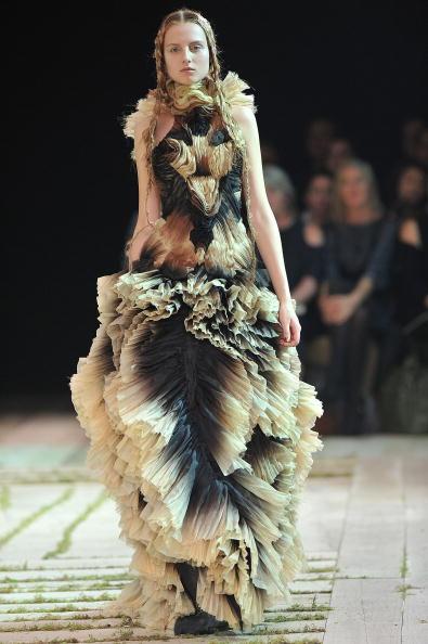 Alexander McQueen - Designer Label「Alexander McQueen - Runway Paris Fashion Week Spring/Summer 2011」:写真・画像(19)[壁紙.com]