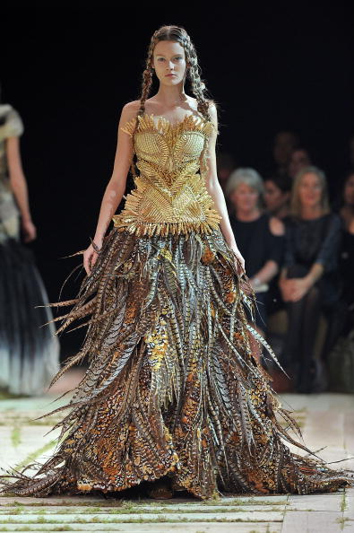 Alexander McQueen - Designer Label「Alexander McQueen - Runway Paris Fashion Week Spring/Summer 2011」:写真・画像(12)[壁紙.com]
