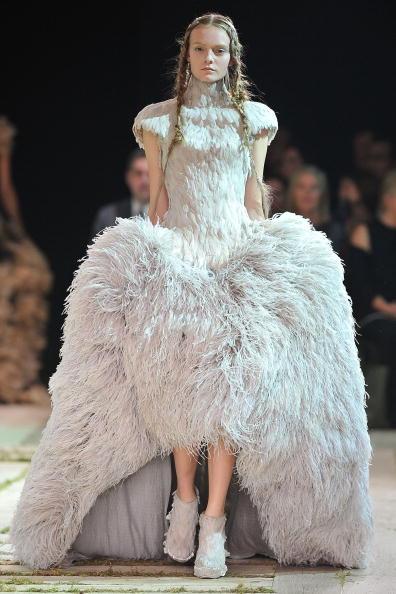 Alexander McQueen - Designer Label「Alexander McQueen - Runway Paris Fashion Week Spring/Summer 2011」:写真・画像(18)[壁紙.com]