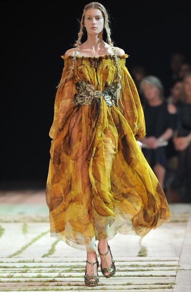 Alexander McQueen - Designer Label「Alexander McQueen - Runway Paris Fashion Week Spring/Summer 2011」:写真・画像(17)[壁紙.com]