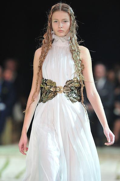 Alexander McQueen - Designer Label「Alexander McQueen - Runway Paris Fashion Week Spring/Summer 2011」:写真・画像(14)[壁紙.com]