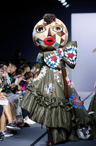 キャラクター「Viktor & Rolf : Runway - Paris Fashion Week - Haute Couture Fall/Winter 2017-2018」:写真・画像(6)[壁紙.com]