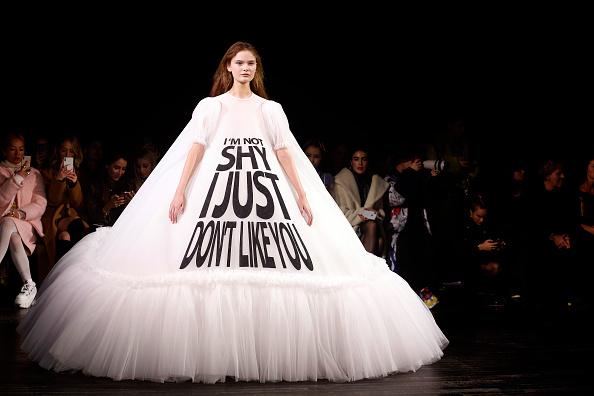Catwalk - Stage「Viktor & Rolf : Runway - Paris Fashion Week - Haute Couture Spring Summer 2019」:写真・画像(2)[壁紙.com]