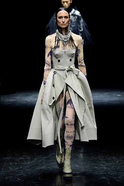 Paris - France「Jean-Paul Gaultier : Runway - Paris Fashion Week - Haute Couture Fall/Winter 2021/2022」:写真・画像(8)[壁紙.com]