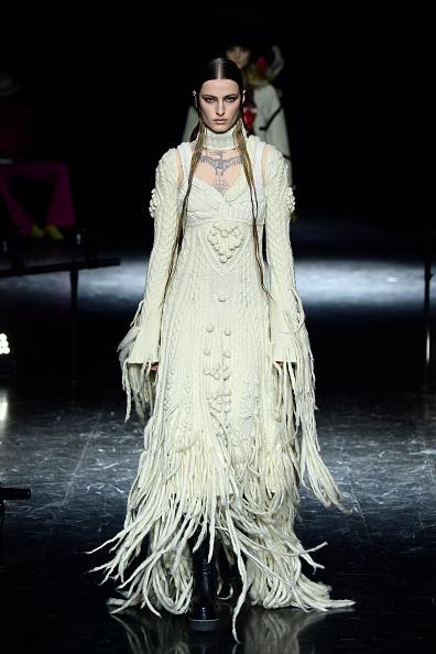 Catwalk - Stage「Jean-Paul Gaultier : Runway - Paris Fashion Week - Haute Couture Fall/Winter 2021/2022」:写真・画像(3)[壁紙.com]