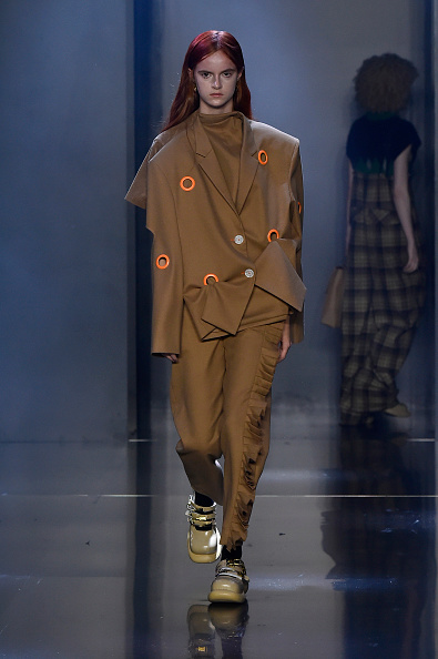 Green Shoe「Tmall Cool China : Runway - Paris Fashion Week - Womenswear Spring Summer 2020」:写真・画像(18)[壁紙.com]