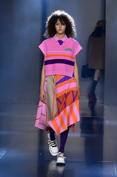 Pale Pink「Tmall Cool China : Runway - Paris Fashion Week - Womenswear Spring Summer 2020」:写真・画像(6)[壁紙.com]