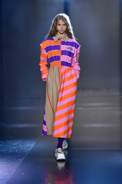 Orange Color「Tmall Cool China : Runway - Paris Fashion Week - Womenswear Spring Summer 2020」:写真・画像(13)[壁紙.com]