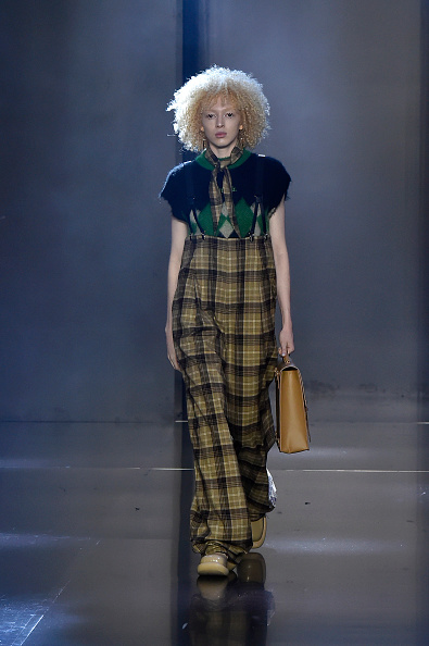 Oversized「Tmall Cool China : Runway - Paris Fashion Week - Womenswear Spring Summer 2020」:写真・画像(17)[壁紙.com]