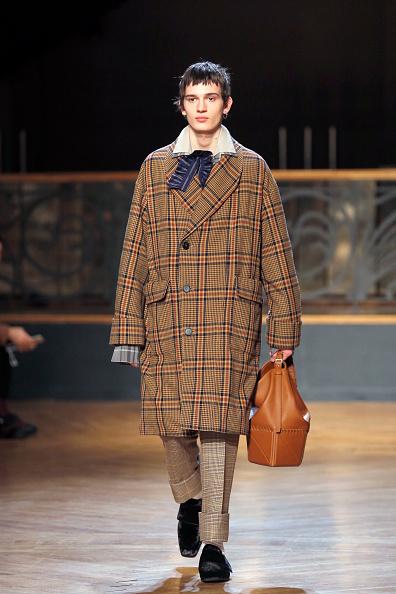 Camel Coat「Wooyoungmi : Runway - Paris Fashion Week - Menswear F/W 2017-2018」:写真・画像(8)[壁紙.com]