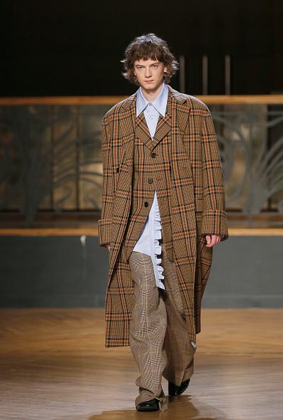 Camel Coat「Wooyoungmi : Runway - Paris Fashion Week - Menswear F/W 2017-2018」:写真・画像(12)[壁紙.com]