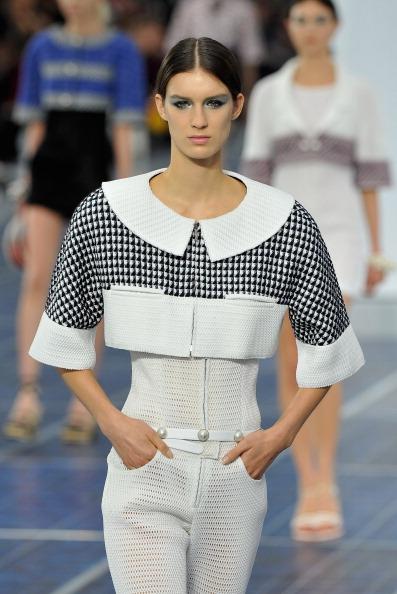 Peter Pan collar「Chanel: Runway - Paris Fashion Week Womenswear Spring / Summer 2013」:写真・画像(2)[壁紙.com]