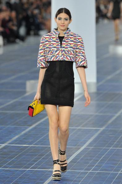 Form Fitted Dress「Chanel: Runway - Paris Fashion Week Womenswear Spring / Summer 2013」:写真・画像(6)[壁紙.com]
