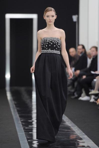 Strapless Evening Gown「Maxime Simoens - Runway - PFW F/W 2013」:写真・画像(2)[壁紙.com]