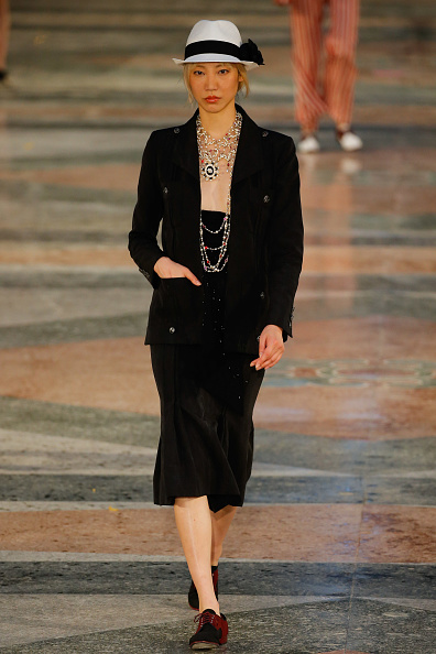 Black Color「Chanel Cruise Collection 2016/2017」:写真・画像(11)[壁紙.com]