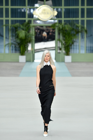 Cruise Collection「Chanel Cruise Collection 2020 : Runway At Grand Palais In Paris」:写真・画像(16)[壁紙.com]