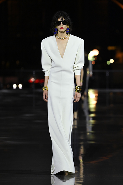 Womenswear「Saint Laurent : Runway - Paris Fashion Week - Womenswear Spring Summer 2022」:写真・画像(17)[壁紙.com]