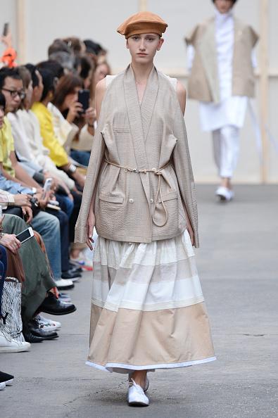 Beret「Nehera : Runway - Paris Fashion Week Womenswear Spring/Summer 2017」:写真・画像(10)[壁紙.com]