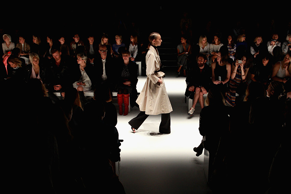 Lisa Maree Williams「Tome - Runway - Mercedes-Benz Fashion Week Australia 2015」:写真・画像(12)[壁紙.com]