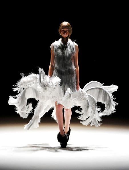 Collection「Iris van Herpen Show - Mercedes-Benz Fashion Week Berlin Spring/Summer 2012」:写真・画像(18)[壁紙.com]