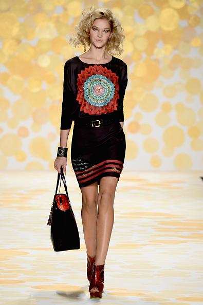 Frazer Harrison「Desigual - Runway - Mercedes-Benz Fashion Week Fall 2014」:写真・画像(11)[壁紙.com]