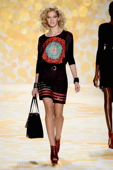 Frazer Harrison「Desigual - Runway - Mercedes-Benz Fashion Week Fall 2014」:写真・画像(6)[壁紙.com]