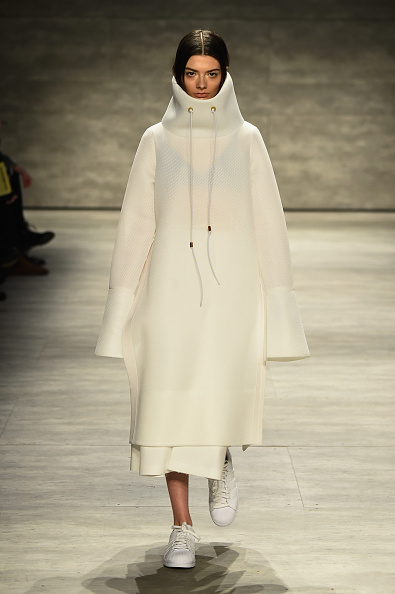 Middle Hair Part「VFILES - Runway - Mercedes-Benz Fashion Week Fall 2015」:写真・画像(2)[壁紙.com]