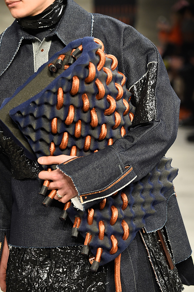 Oversized Purse「VFILES - Runway - Mercedes-Benz Fashion Week Fall 2015」:写真・画像(5)[壁紙.com]